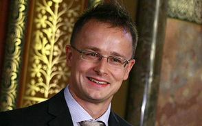 Online fogadóórát tartott Szijjártó Péter a fidesz.hu fórumán pénteken, 11 órától 12 óráig.